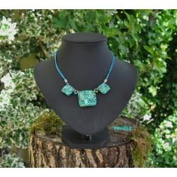 Collier carré ou rond fleurettes bleu lagon